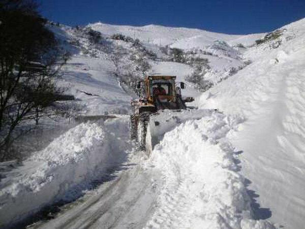 راه دسترسی 110 روستای الیگودرز هنوز از برف مسدود است